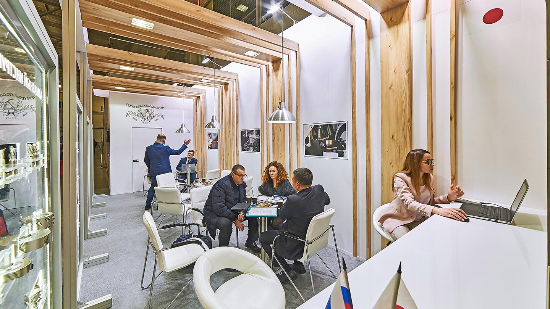 Дизайнерская переговорная комната на стенде