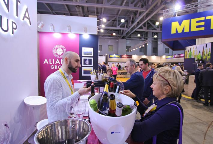 Бойкая дегустация вин на эксклюзивном стенде