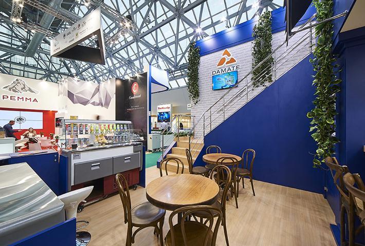Имитация кафе на стенде для выставки