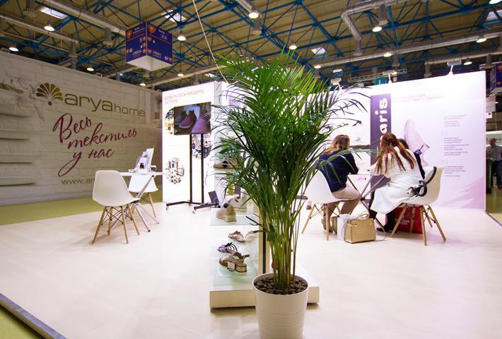 Пальма на выставочном стенде