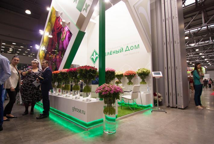 Зеленая подсветка выставочного стенда